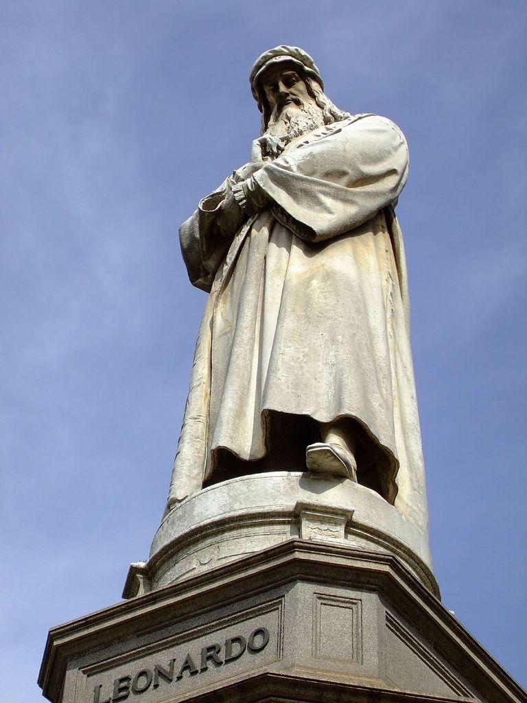 Hành trình khám phá Châu Âu 10N9Đ - Đài tưởng niệm Leonardo Vinci