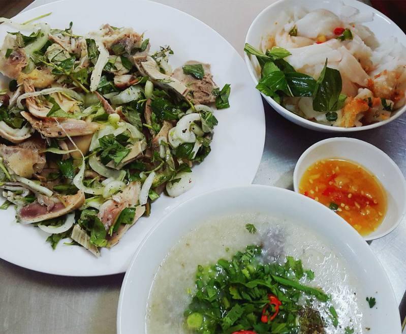 Địa chỉ ăn uống khi du lịch Đà Lạt - Bánh ướt lòng gà