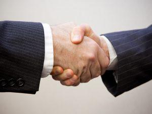 Nét văn hóa đặc sắc của người Anh - Bắt tay là cách chào hỏi thông dụng nhất ở Anh