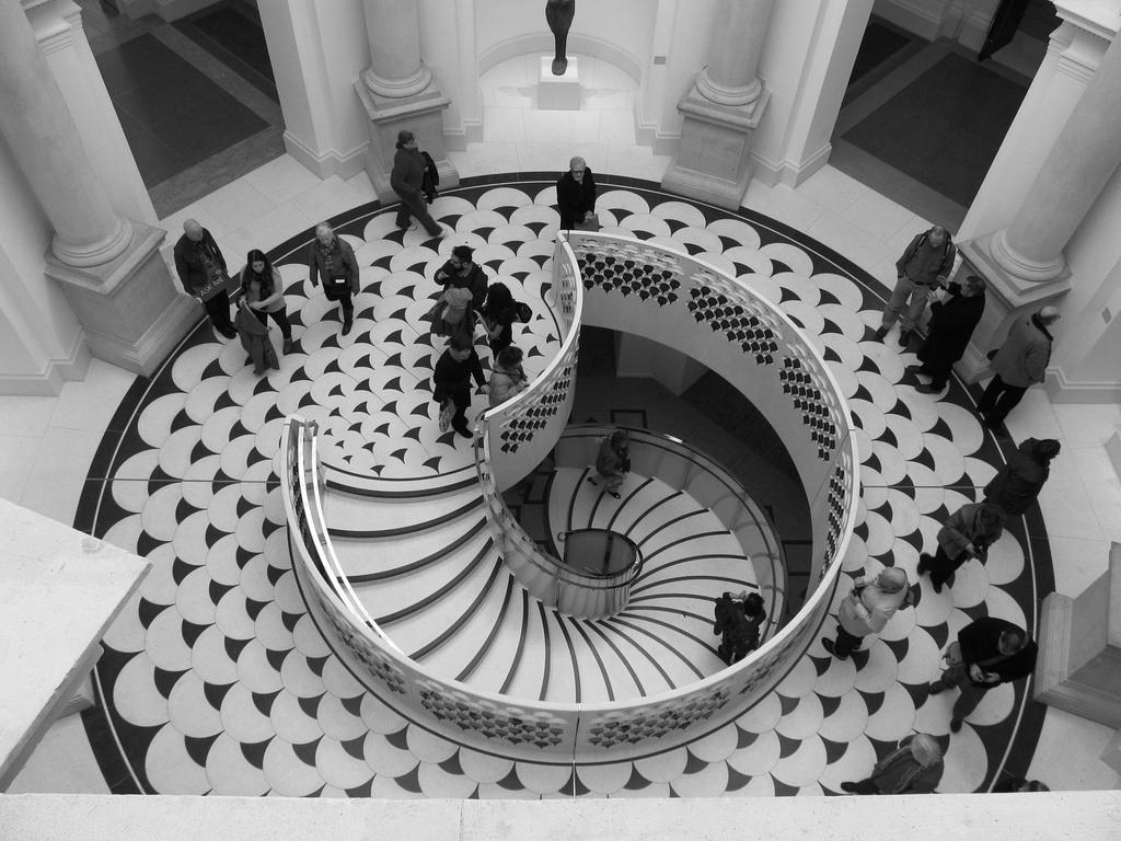 8 góc chụp độc đáo ở London dành cho người mê nhiếp ảnh - Cầu thang trung tâm ở bảo tàng nghệ thuật Tate