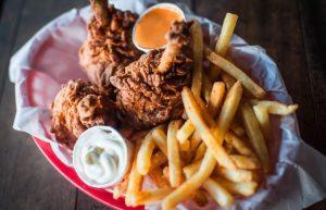 Những tiệm ăn đường phố ở Anh - Mother Clucker