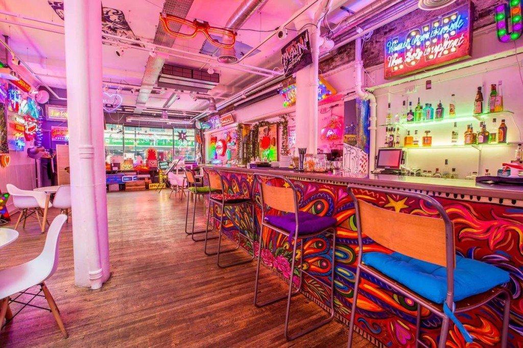 8 góc chụp độc đáo ở London dành cho người mê nhiếp ảnh - Quán bar ở Soho