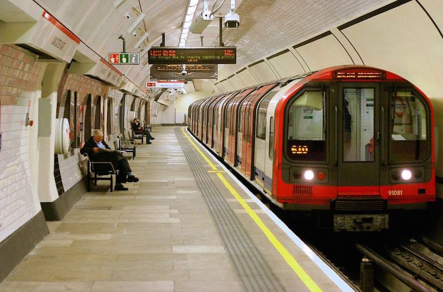 Kinh nghiệm đi tàu điện ngầm ở Anh - Tàu điện ngầm ở Anh