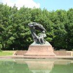 Hành trình 12 ngày khám phá Đông Âu - Tượng Chopin Warsaw