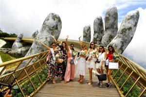 Địa điểm check in tại Đà Nẵng - Các hoa hậu thế giới check-in tại Cầu Vàng