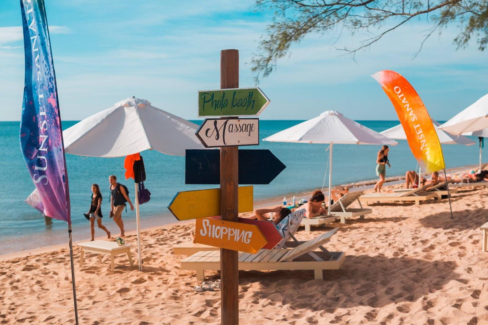 Check-in gấp bãi biển độc đáo nhất Phú Quốc - Sunset Sanato Beach ...