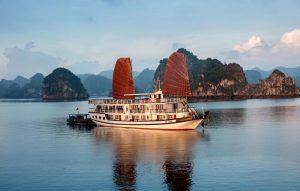 Du thuyền Apricot, Hạ Long