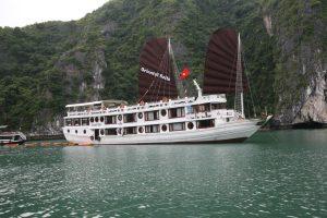 Du thuyền Oriental Sails, Hạ Long