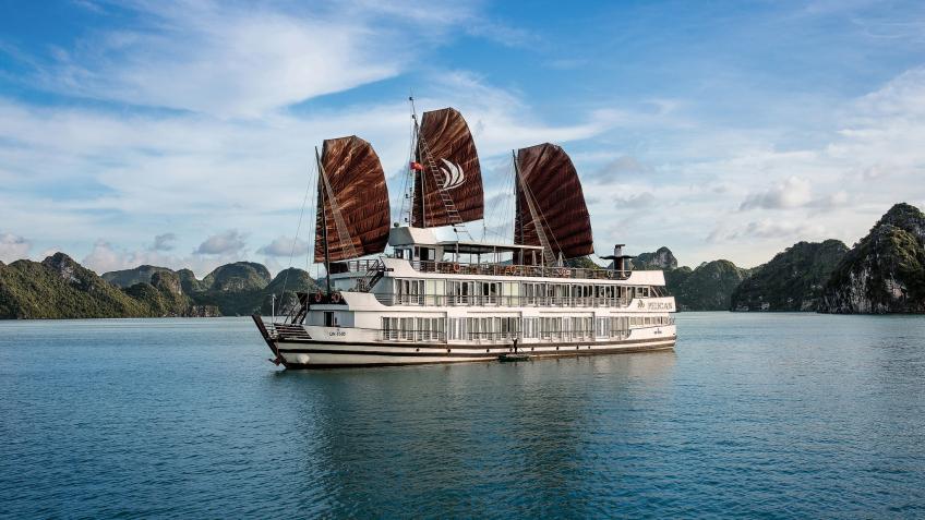 Du thuyền Pelican, Hạ Long