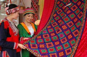 Lần đầu tiên tổ chức Lễ hội thổ cẩm Việt Nam