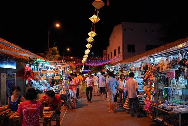 không khí nhộn nhịp tại chợ đêm hải sản
