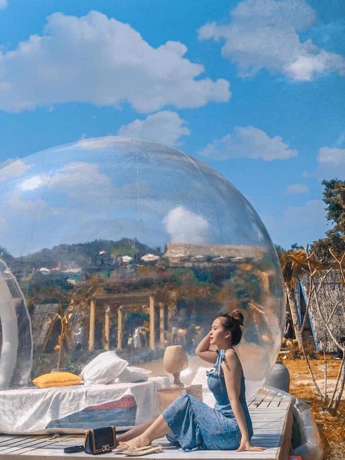 du lịch căn phòng bong bóng nổi tiếng
