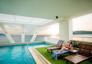 Bể bơi tại khách sạn Dendro Nha Trang